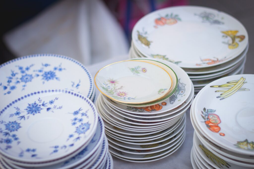 What moving box protects fine china?